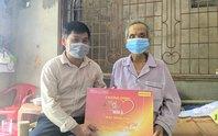 Mai Vàng nhân ái thăm tiến sĩ Huỳnh Công Bá