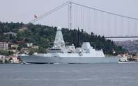 Nga bắn và thả bom cảnh cáo tàu chiến Anh ở biển Đen