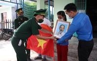 Trao thêm 1.000 lá cờ Tổ quốc cho ngư dân tỉnh Quảng Nam