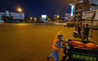 CLIP: Cận cảnh đường phố TP HCM vắng bóng người, chốt chặn kiểm soát nhiều nơi tối 26-7