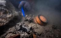Tàu ma 2.200 năm xuất hiện nguyên vẹn giữa thành phố bị nuốt chửng