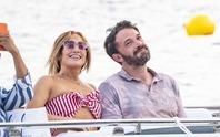 """Jennifer Lopez và Ben Affleck """"dính như sam"""" hậu tái hợp"""