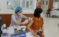 Chủ tịch UBND TP HCM: Ai ở đâu thì ở đó, đẩy nhanh tiêm vắc-xin Covid-19