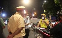 Người uống rượu lái ôtô ra đường sau 18 giờ ở TP Biên Hòa, bất hợp tác với lực lượng chức năng là ai?
