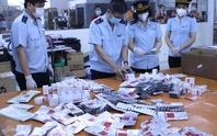 CLIP: Hơn 60.000 viên thuốc điều trị Covid-19 nguỵ trang là quà biếu về Việt Nam