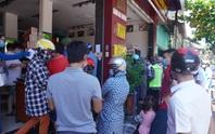 Dân đổ xô mua bánh trung thu, công an phải phong tỏa tiệm bánh