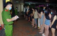 Hàng chục nam, nữ thanh niên mở tiệc thác loạn trong nhà nghỉ