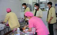 Bộ Quốc phòng thăm và tặng quà Trung Thu cho trẻ sơ sinh