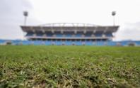 CLIP: Mặt cỏ sân Mỹ Đình ra sao sau khi bị chê là bãi chăn bò?