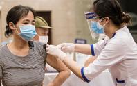Tiêm đủ 2 mũi vắc-xin vẫn mắc Covid-19 và lời khuyên từ chuyên gia