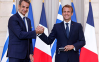 Bán tàu chiến cho Hy Lạp, tổng thống Pháp chưa hết chua chát