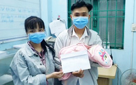 Bắt giữ đối tượng truy nã vừa sinh con, công an hỗ trợ tiền mua sữa