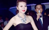 Thanh Hằng khoe vai trần với váy đen