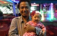 Hồng Tơ khoe con gái trong liveshow