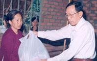 Lãnh đạo TP thăm và tặng quà cho người nghèo ở Củ Chi, Cần Giờ