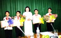 """Khen thưởng 4 học sinh đoạt giải """"Olympic môn toán và khoa học khu vực ASEAN"""""""