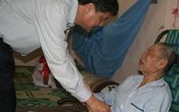 Lãnh đạo TP thăm và tặng quà người nghèo