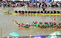 Đua ghe Ngo mừng lễ hội Ok Om Bok