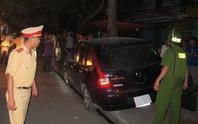 Sau khi gây tai nạn liên hoàn, xe điên được bịt kín biển số