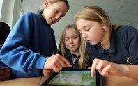 Nên cấm trẻ em dưới 2 tuổi dùng thiết bị công nghệ?