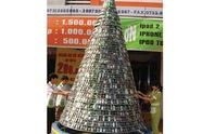 Cây thông Noel độc đáo cao 4,5m bằng ĐTDĐ