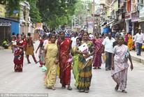 """Ấn Độ: Nâng ngực miễn phí toàn bang để """"xóa xấu"""""""