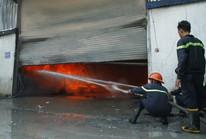 Nhiều tiếng nổ phát ra từ một công ty gỗ ở Bình Dương