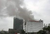 Cháy lớn tại quán karaoke ở Hà Tĩnh, giải cứu một số người mắc kẹt
