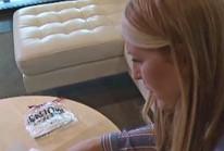 Mỹ: Hành khách mất bộn tiền vì một quả táo