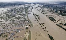 Hàng chục ngàn binh sĩ Nhật Bản xông vào biển nước sau siêu bão Hagibis