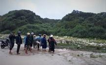 Phát hiện 2 thi thể nam giới dạt vào bờ biển Quảng Trị