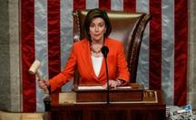 """Chủ tịch Hạ viện Mỹ: Chính ông Trump đã """"thừa nhận hối lộ Ukraine"""""""