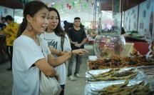 """Hàng loạt món ăn """"độc, lạ"""" khắp châu Á hút giới trẻ TP HCM"""