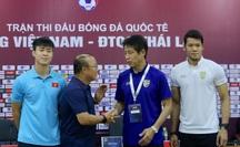 """HỌP BÁO: HLV Park Hang-seo: Phóng viên Thái hỏi Quang Hải """"đủ sức sang Nhật không?"""", thầy Park khoe sang La Liga"""