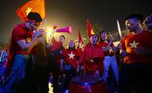 Biển người ra đường ăn mừng U22 Việt Nam vô địch SEA Games 30