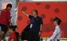 Clip: HLV Park Hang-seo ăn mừng khi tuyển nữ Việt Nam sút tung lưới Thái Lan