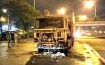 [Video] Kinh hoàng ôtô kéo lê xe máy gần 2 km ở TP HCM