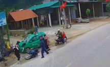 Kinh hoàng cảnh taxi lao vào đoàn người đi chúc Tết, 9 người bị thương