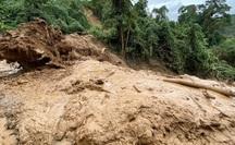 Quảng Nam: 2 cán bộ xã bị sạt lở núi vùi lấp mất tích