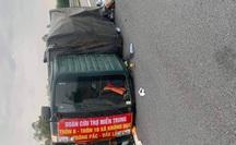 """Xe chở bánh tét, bánh kẹo """"hướng về miền Trung"""" gặp nạn trên cao tốc"""