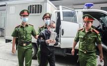 Xe đặc chủng đưa các bị cáo tới toà xử 2 nguyên phó tổng giám đốc BIDV trong an ninh thắt chặt