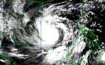 16 giờ ngày 27-10, bão số 9 giật cấp 17 cách Phú Yên 350 km