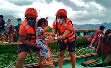 """Siêu bão Goni """"mạnh thảm khốc"""" đổ bộ Philippines, sức gió 215 km/giờ"""