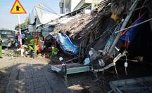 Ôtô tông hàng loạt xe máy, làm sập quán cà phê ven đường