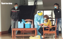 """Những hình ảnh bác sĩ """"3 cùng"""" ăn-ở-chống dịch Covid-19 tại tâm dịch Sơn Lôi"""