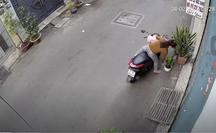 CLIP: Cô gái ngã sấp mặt vì trộm chậu cây ở quận Gò Vấp