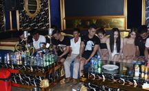 Bất chấp lệnh cấm vào quán karaoke hát, 11 nam nữ thanh niên phải cách ly 14 ngày