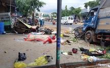 CLIP: Khoảnh khắc kinh hoàng xe tải lao vào chợ làm 5 người chết, 5 bị thương