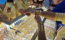 Giá vàng chiều nay 30-9: Vàng SJC lại rớt mạnh