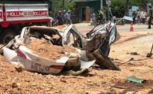 Xe hổ vồ lật đè chết 3 người trong xe ôtô 4 chỗ